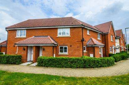 2 Bedrooms Maisonette Flat for sale in Laindon, Basildon, Essex