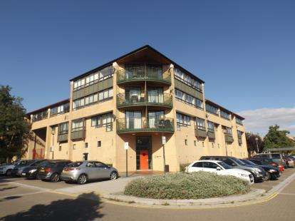 2 Bedrooms Flat for sale in South Fifth Street, Milton Keynes