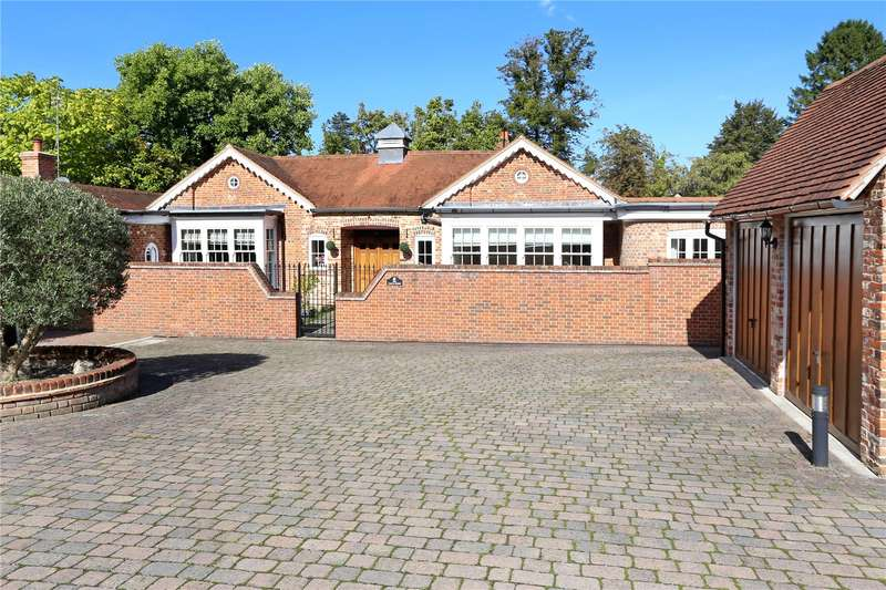 4 Bedrooms Detached Bungalow for sale in The Close, Odiham, Hook, Hampshire, RG29
