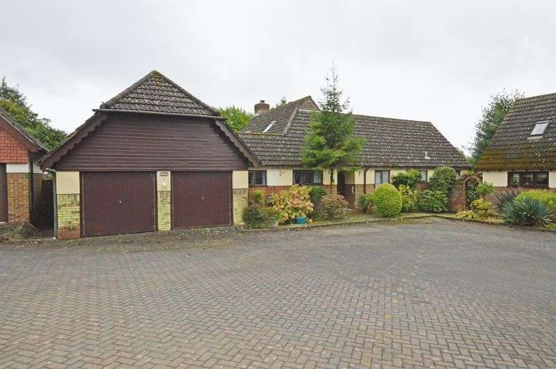4 Bedrooms Detached Bungalow for sale in Mulberry Court, Four Marks, Alton, Hampshire