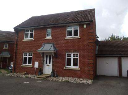 3 Bedrooms Link Detached House for sale in Romford, Essex