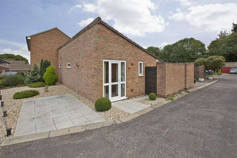 2 Bedrooms Detached Bungalow for sale in Barn Meads Road, Wellington