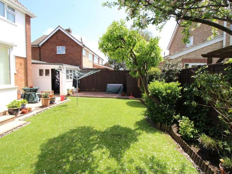 3 Bedrooms Detached House for sale in Queens Fields West, Bognor Regis, PO21