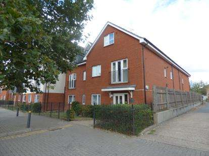 2 Bedrooms Flat for sale in 157 New Road, Rainham, .