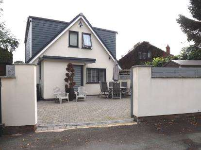 3 Bedrooms Detached House for sale in Sandy Lane, Lymm, Cheshire
