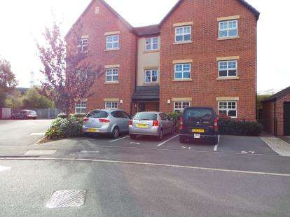 2 Bedrooms Flat for sale in Fairhills Road, Irlam, Manchester, Greater Manchester