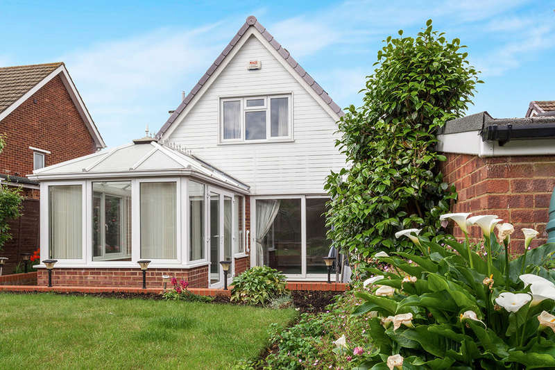 4 Bedrooms Detached House for sale in Newbury Avenue, Maidstone, ME16