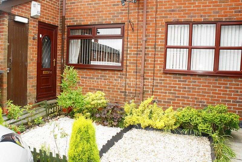 1 Bedroom Ground Maisonette Flat for sale in Avon Street, Oldham, Greater Manchester. OL8