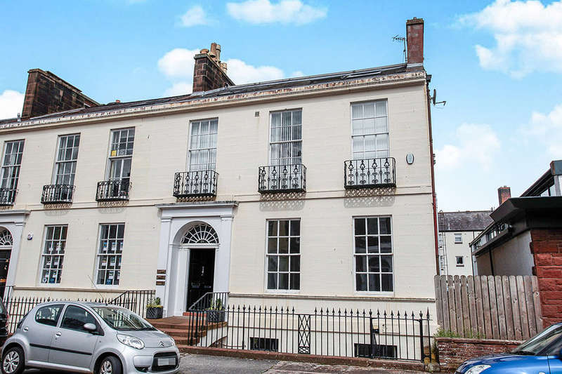 2 Bedrooms Flat for sale in Top Flat, Castle Street, Dumfries, DG1