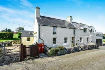 3 Bedrooms Detached House for sale in Mynytho, Gwynedd, LL53