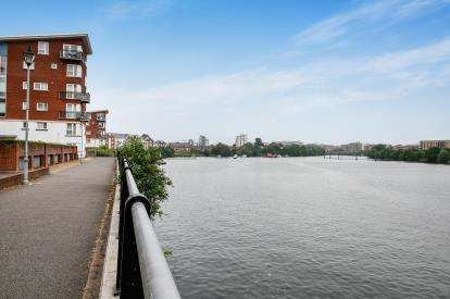 2 Bedrooms Flat for sale in Jim Driscoll Way, Cardiff, Caerdydd, Cardiff Bay