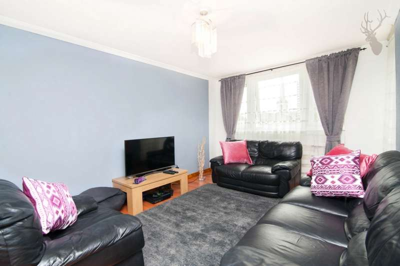 3 Bedrooms Flat for sale in Macclesfield House, Central Street, London, EC1V