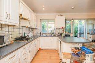 4 Bedrooms Terraced House for sale in Clayhill Crescent, Mottingham, Eltham, London