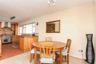 3 Bedrooms Bungalow for sale in Greet Road, Lancing, West Sussex