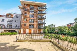 2 Bedrooms Flat for sale in Clifford Way, Maidstone, Kent, .