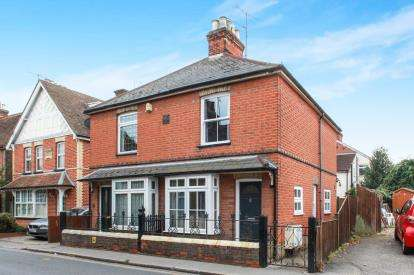 2 Bedrooms Semi Detached House for sale in Great Baddow, Chelmsford, Essex