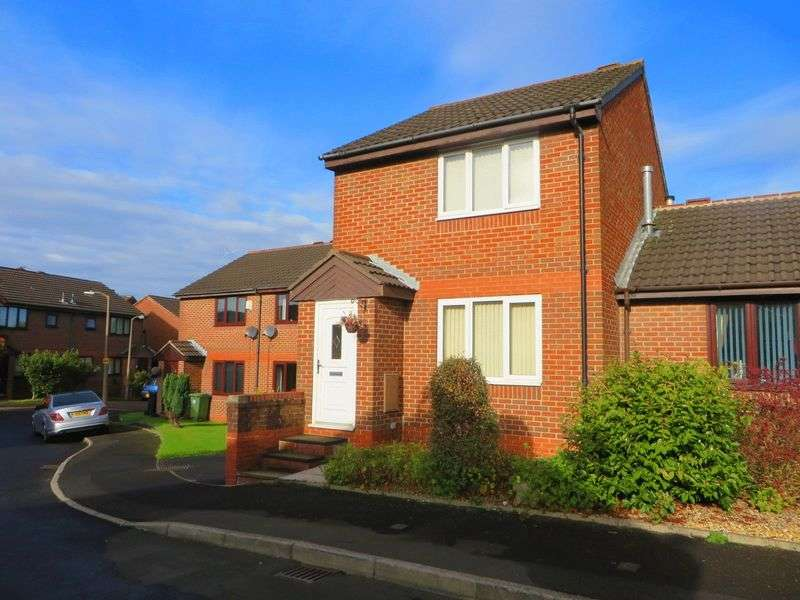 2 Bedrooms Semi Detached House for sale in Ivanhoe Court, Moses Gate, Bolton, BL3 2NR
