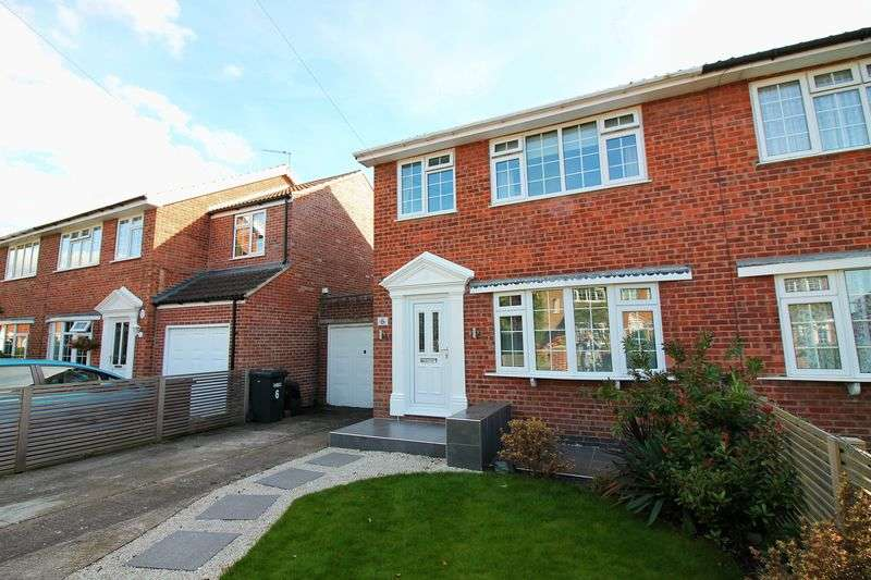3 Bedrooms Semi Detached House for sale in Carr Close, Ripon