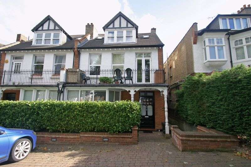2 Bedrooms Flat for sale in WINCHMORE HILL