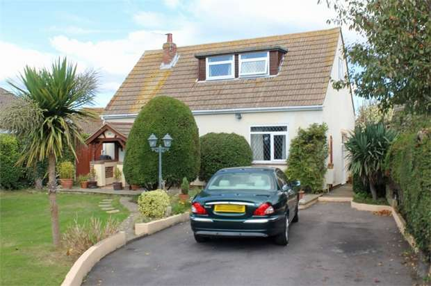 2 Bedrooms Detached Bungalow for sale in Sandy Point Road, Hayling Island, Hampshire