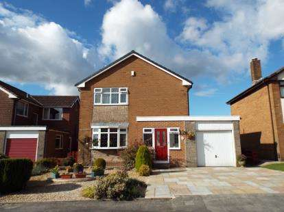 3 Bedrooms Detached House for sale in Elgol Drive, Ladybridge, Bolton, Greater Manchester, BL3