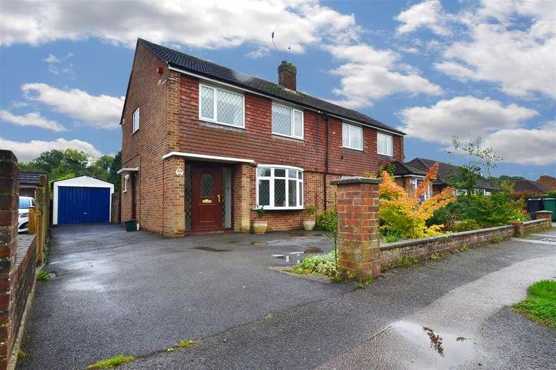 3 Bedrooms Property for sale in Cheyne Walk, Horley