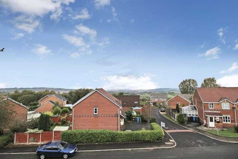 3 Bedrooms Semi Detached House for sale in Hodge Clough Road, Oldham