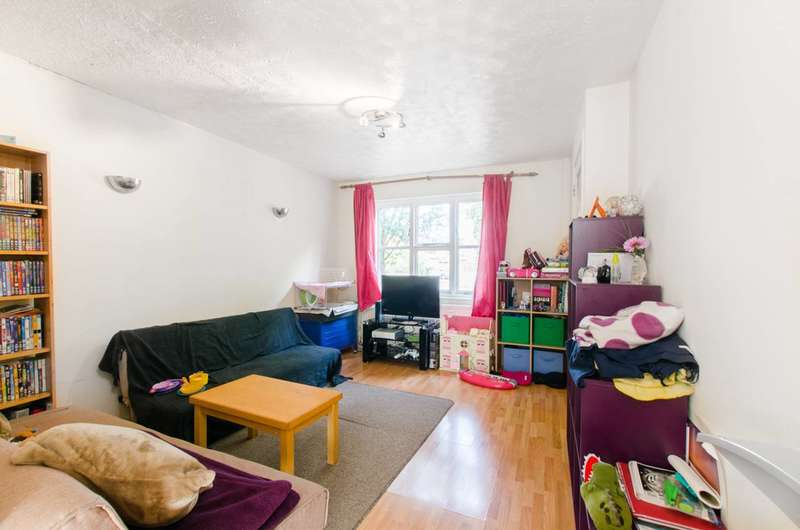 3 Bedrooms House for sale in Oliver Gardens, Beckton, E6