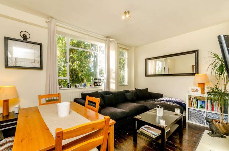 3 Bedrooms Flat for sale in Thurleigh Court, Clapham South, SW12