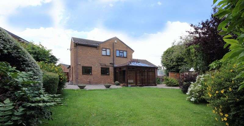 4 Bedrooms Detached House for sale in Wessex Close, Christchurch