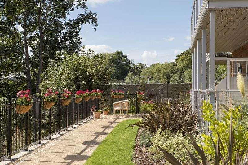 Retirement Property for sale in 1 Cainscross Road, Stroud