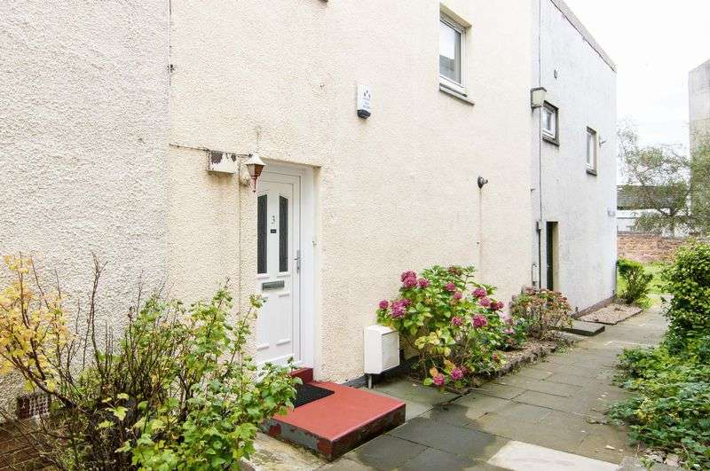 3 Bedrooms Terraced House for sale in 3 Jean Armour Avenue, Liberton, Edinburgh, EH16 6XA