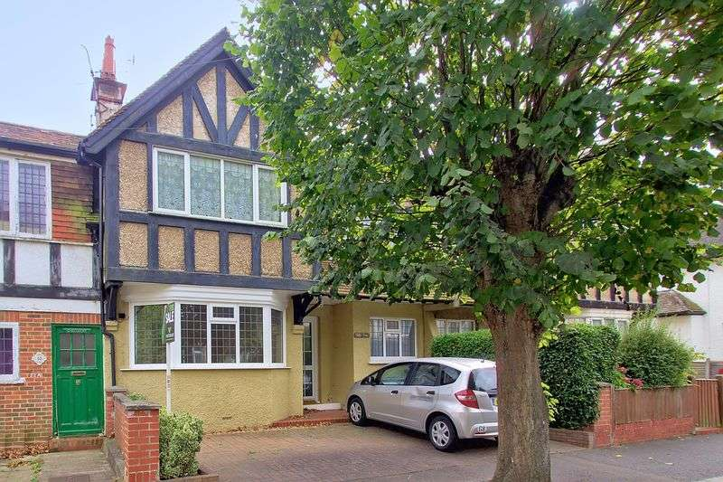 2 Bedrooms Flat for sale in Annandale Avenue, Bognor Regis, PO21