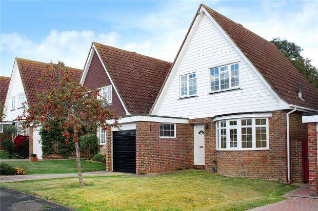 3 Bedrooms Detached House for sale in Merryfield Crescent, Angmering, West Sussex, BN16