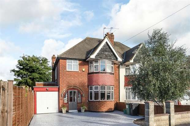 3 Bedrooms Semi Detached House for sale in Grafton Road, Worcester Park, Surrey