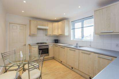 2 Bedrooms Maisonette Flat for sale in Stanley Road, Harrow