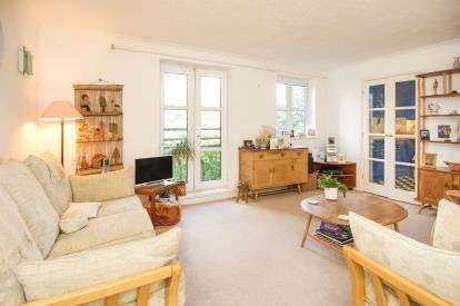 2 Bedrooms Retirement Property for sale in Bishops View Court, 24A Church Crescent, London