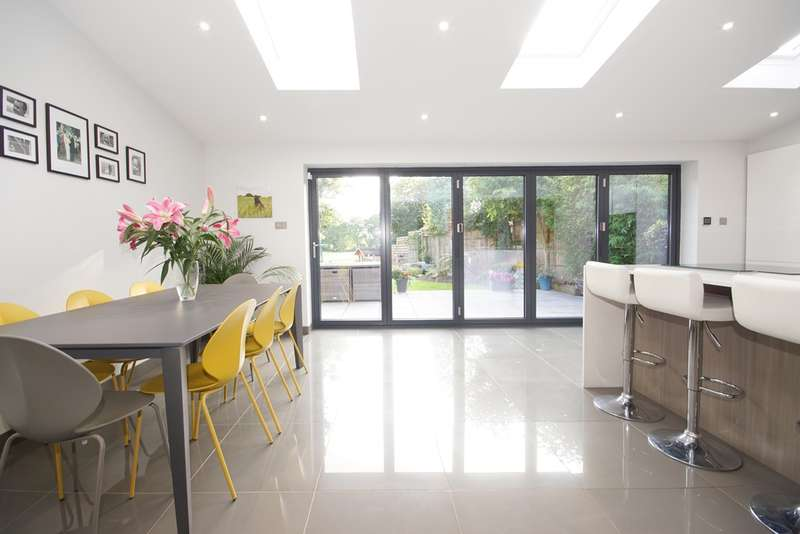 4 Bedrooms Detached House for sale in Blackberry Drive, Frampton Cotterell, Bristol BS36 2SL