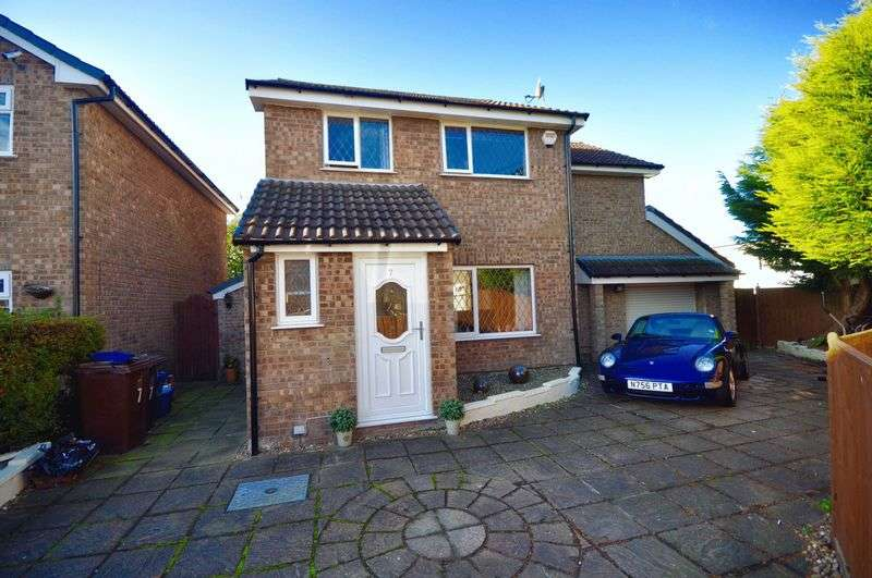 4 Bedrooms Detached House for sale in College Close, Burnley