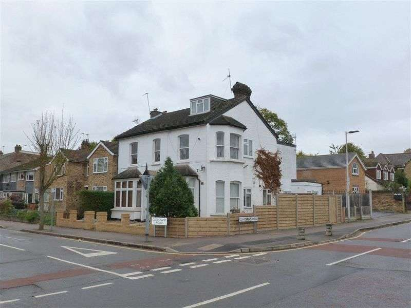 Flat for sale in Cleveland Road, London