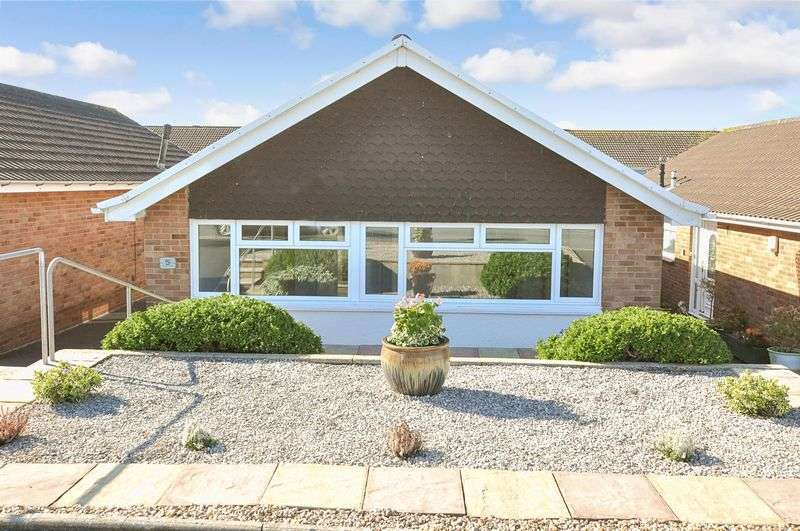 2 Bedrooms Detached Bungalow for sale in Lidford Tor Avenue, Roselands, Paignton