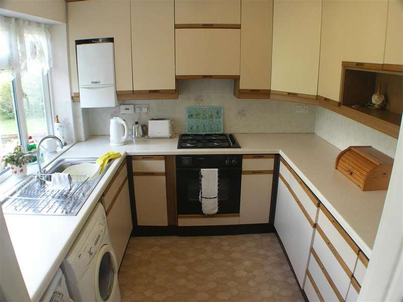 2 Bedrooms Detached Bungalow for sale in Nursery Close, Shirley, Croydon, Surrey