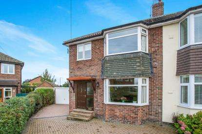 3 Bedrooms Semi Detached House for sale in Princess Drive, Knaresborough, North Yorkshire, .