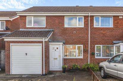 3 Bedrooms Semi Detached House for sale in Garsdale Close, Yarm