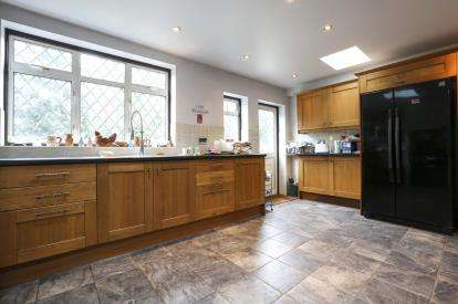3 Bedrooms Terraced House for sale in Barking, Essex