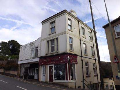 2 Bedrooms Flat for sale in Dawlish, Devon, .