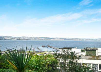 2 Bedrooms Flat for sale in Marina Drive, Brixham, Devon