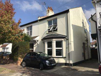 3 Bedrooms Semi Detached House for sale in Leigh-On-Sea, Essex, United Kingdom