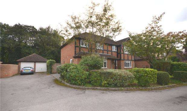 4 Bedrooms Detached House for sale in Lovegroves, Chineham, Basingstoke