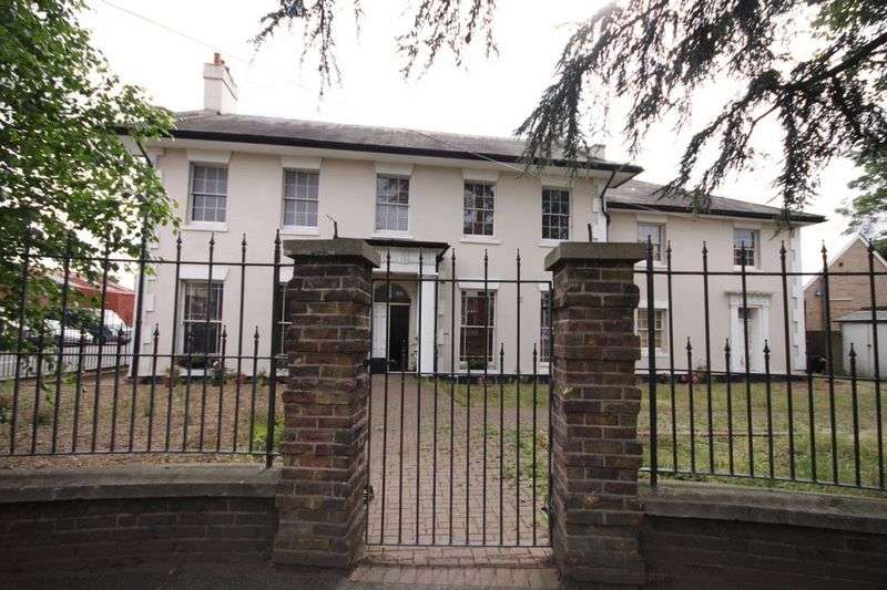 10 Bedrooms Detached House for sale in Sewardstone Road, Waltham Abbey, EN9